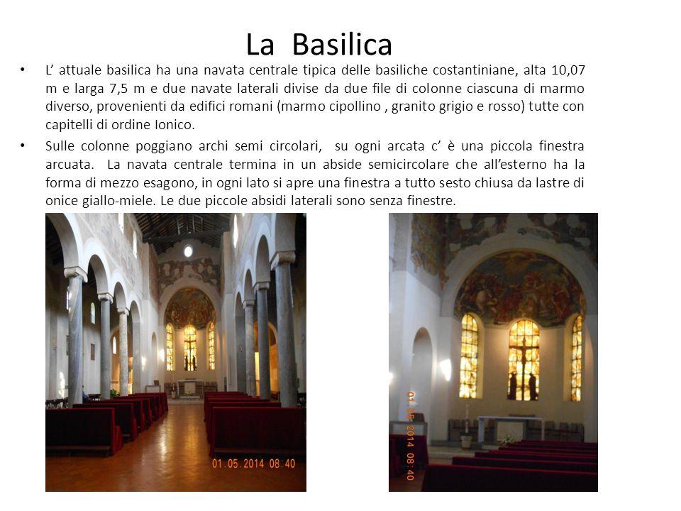L' attuale basilica ha una navata centrale tipica delle basiliche costantiniane, alta 10,07 m e larga 7,5 m e due navate laterali divise da due file di colonne ciascuna di marmo diverso, provenienti da edifici romani (marmo cipollino, granito grigio e rosso) tutte con capitelli di ordine Ionico.