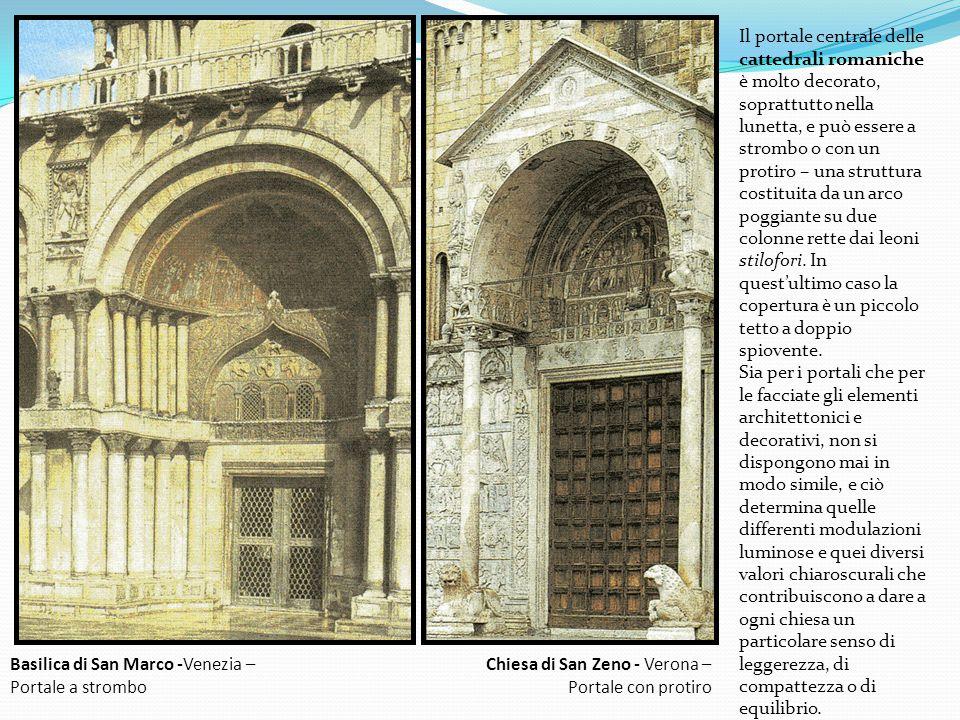 Il portale centrale delle cattedrali romaniche è molto decorato, soprattutto nella lunetta, e può essere a strombo o con un protiro – una struttura costituita da un arco poggiante su due colonne rette dai leoni stilofori.