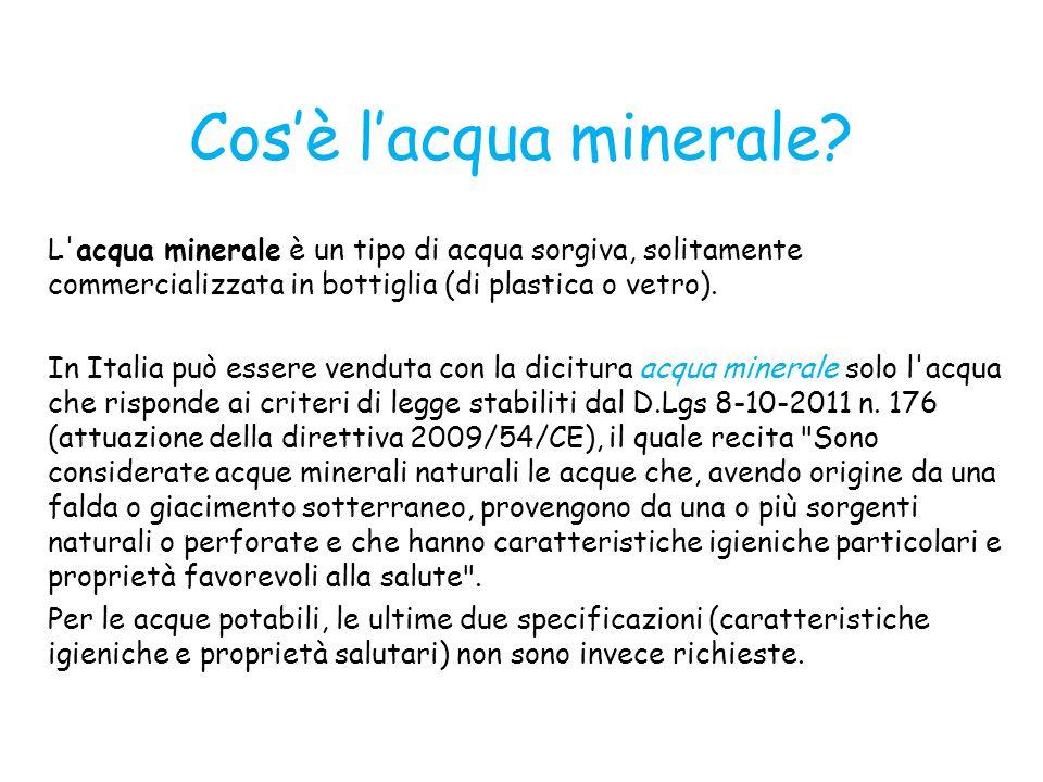 Cos'è l'acqua minerale? L'acqua minerale è un tipo di acqua sorgiva, solitamente commercializzata in bottiglia (di plastica o vetro). In Italia può es