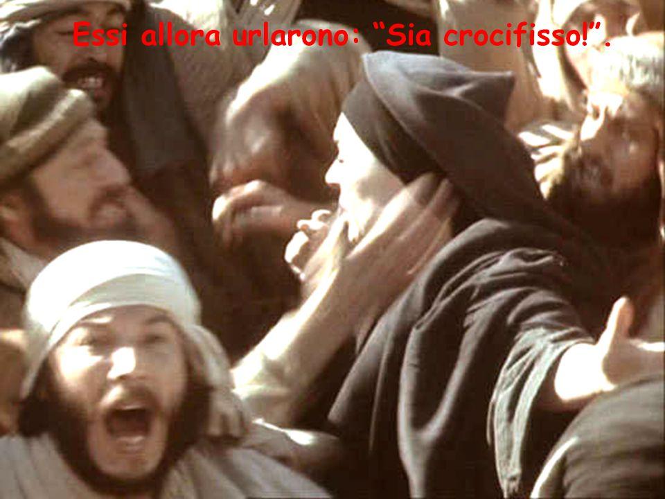 """Essi allora urlarono: """"Sia crocifisso!""""."""