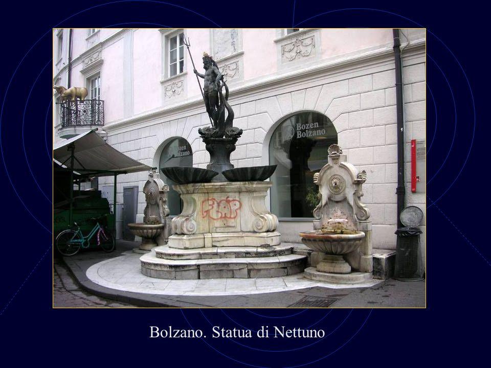 Bolzano. Portici
