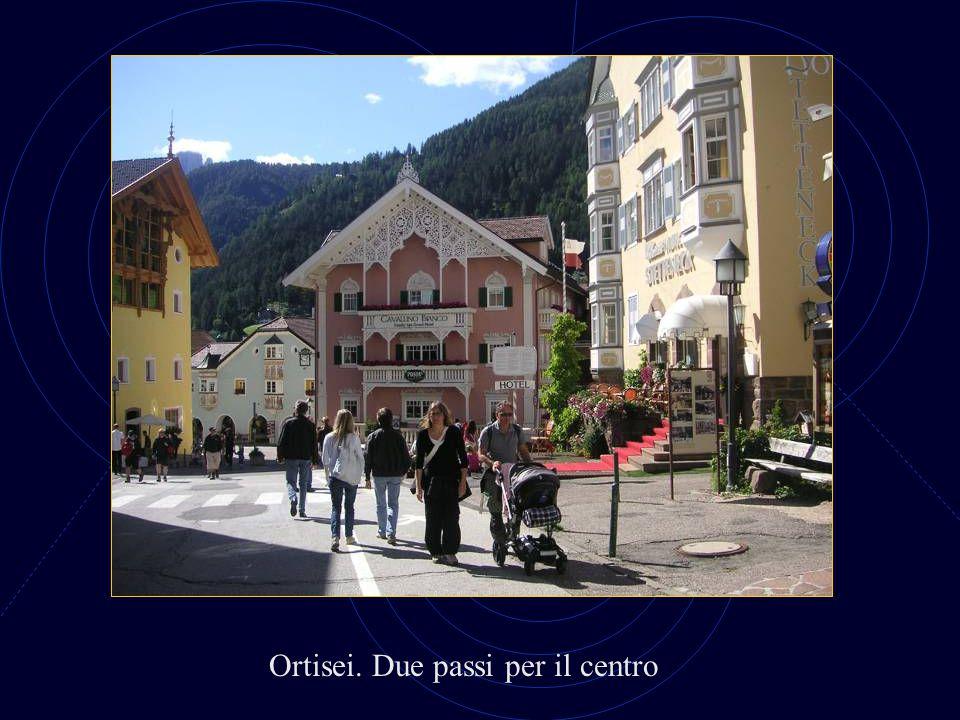 Ortisei. Scorcio della parrocchiale
