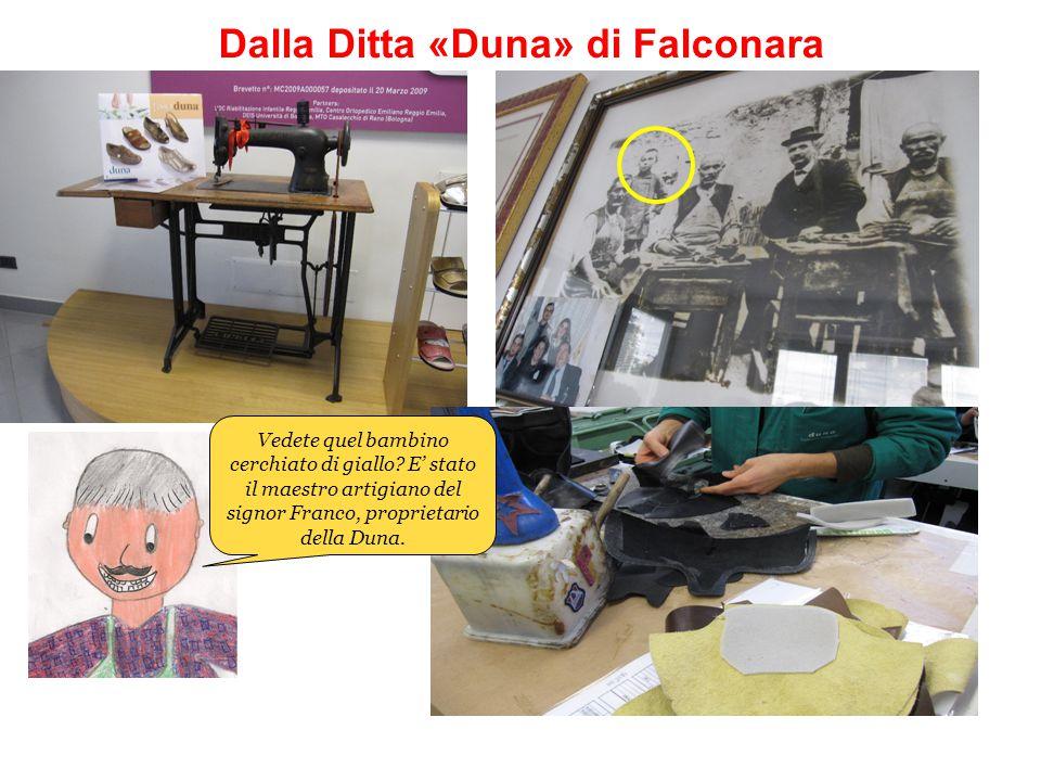Dalla Ditta «Duna» di Falconara Vedete quel bambino cerchiato di giallo? E' stato il maestro artigiano del signor Franco, proprietario della Duna.