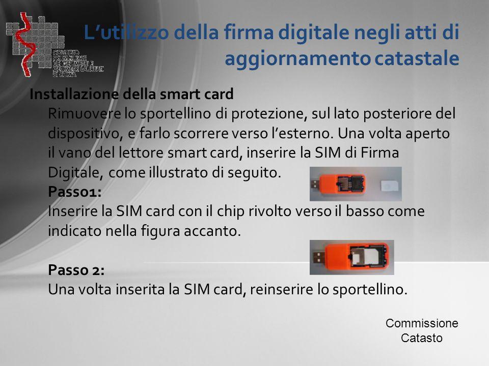 L'utilizzo della firma digitale negli atti di aggiornamento catastale Installazione della smart card Rimuovere lo sportellino di protezione, sul lato