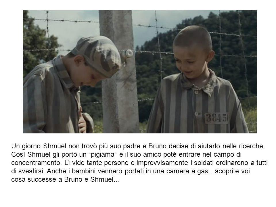 """Un giorno Shmuel non trovò più suo padre e Bruno decise di aiutarlo nelle ricerche. Così Shmuel gli portò un """"pigiama"""" e il suo amico potè entrare nel"""