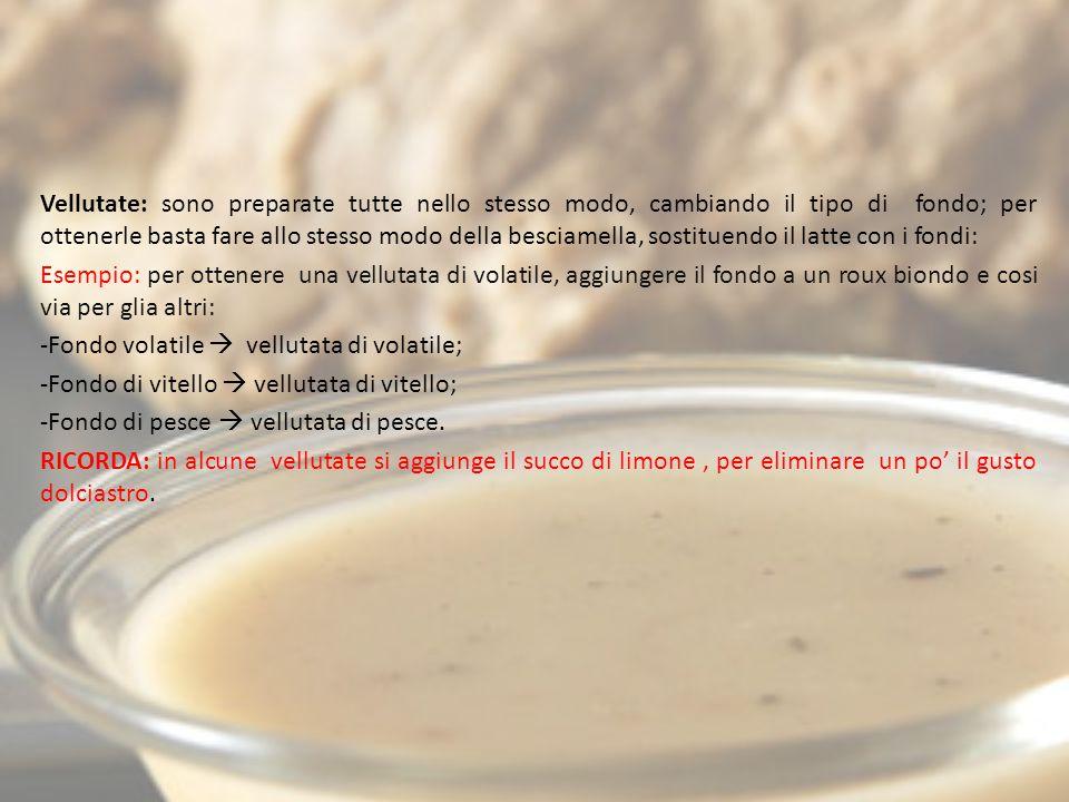 L E SALSE MADRI BRUNE Pomodoro, americana e spagnola; Pomodoro: esistono una serie di metodi e ingredienti che possono essere usati per la sua preparazione, la tecnica più utilizzata e la seguente: -Far imbiondire con olio e burro una cipolla tritata; -Aggiungere i pomodori pelati; -Unire alla preparazione un mazzetto aromatico; -Assaporire con sale, pepe e un pizzico di zucchero per togliere l'acidità del pomodoro; -Lasciar cuocere per 40 minuti circa; -Frustare e sfumare con un soffritto a base di olio di oliva, burro, rosmarino, basilico, aglio e poca salvia.