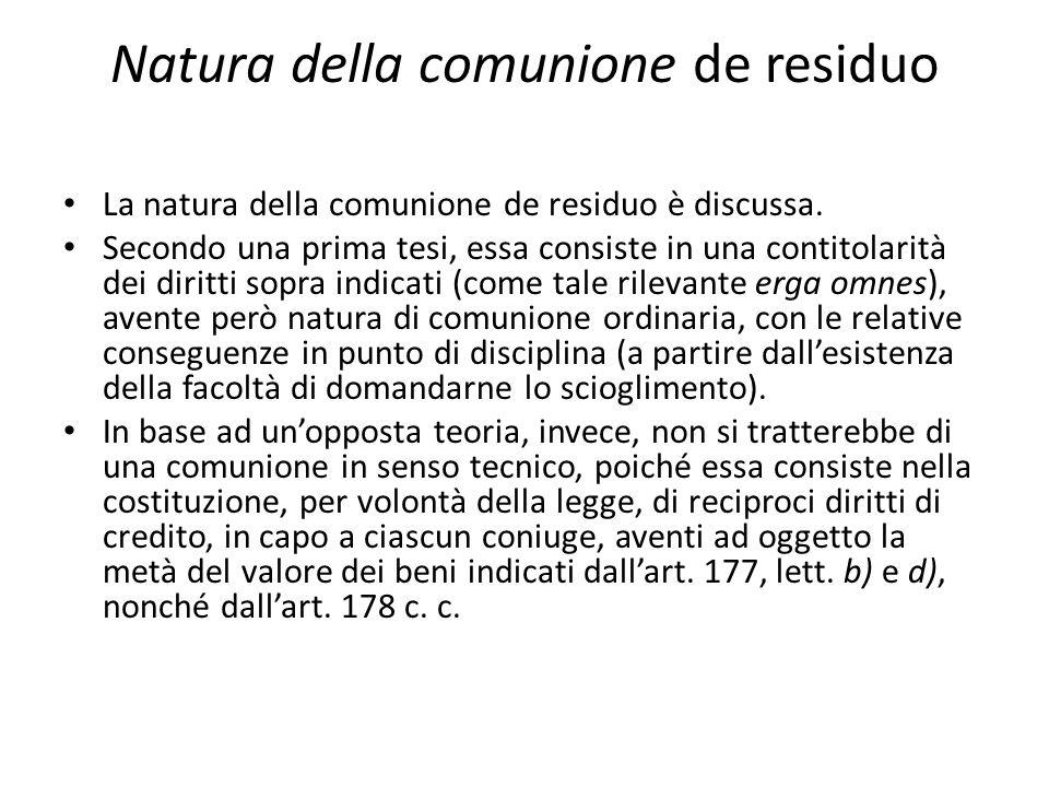 Natura della comunione de residuo La natura della comunione de residuo è discussa. Secondo una prima tesi, essa consiste in una contitolarità dei diri