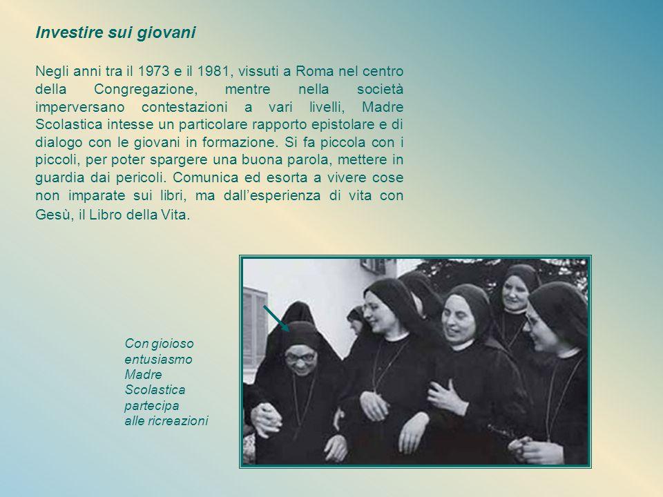 Sguardo e cuore per il mondo E'molto viva in lei la partecipazione agli eventi della società per portarli al Maestro Divino nell'Adorazione eucaristic