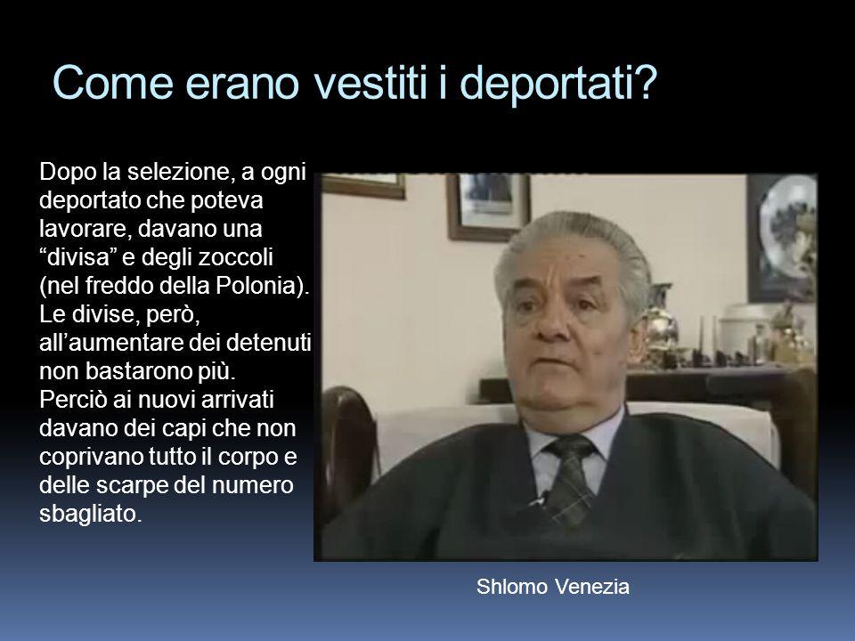 """Come erano vestiti i deportati? Dopo la selezione, a ogni deportato che poteva lavorare, davano una """"divisa"""" e degli zoccoli (nel freddo della Polonia"""