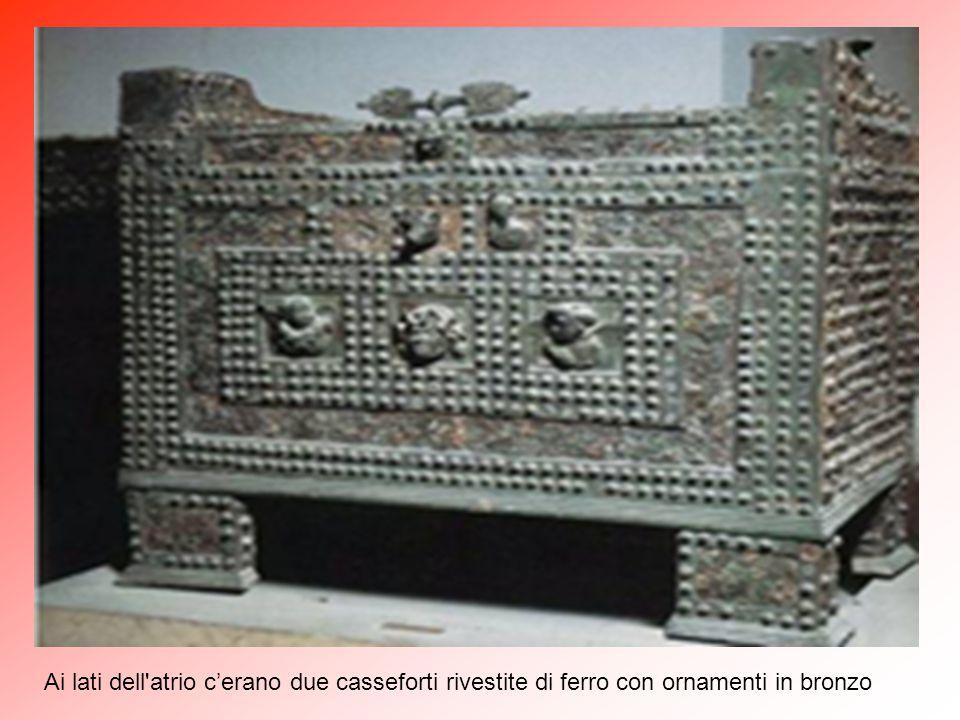 """La Casa dei Vettii - nella foto """"atrium"""" con """"impluvium"""" (A) - rappresenta l'unico esempio di abitazione privata romana del primo secolo d.C. rimasta"""