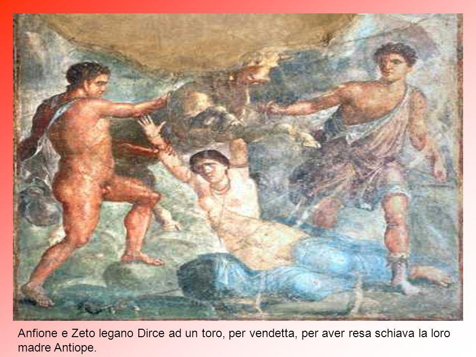 Penteo, re di Tebe viene assalito ed ucciso dalle Baccanti poiché aveva impedito in città la professione del culto di Diòniso (Bacco).