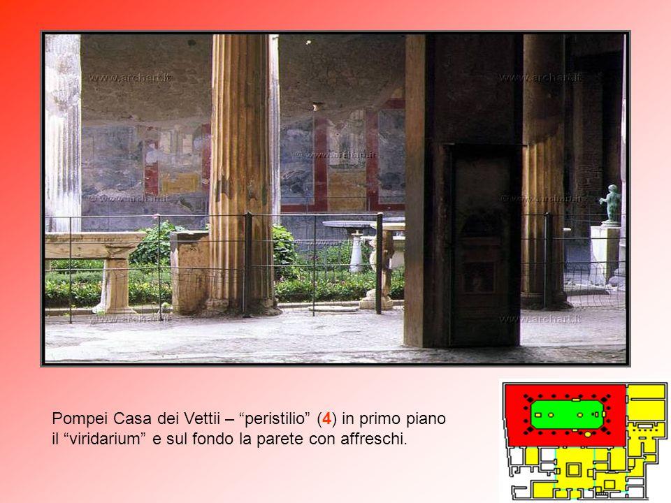 """Pompei Casa dei Vettii – """"Impluvium"""" dell'atrio (A) e sul fondo gli affreschi del """"peristilio"""" (4)."""