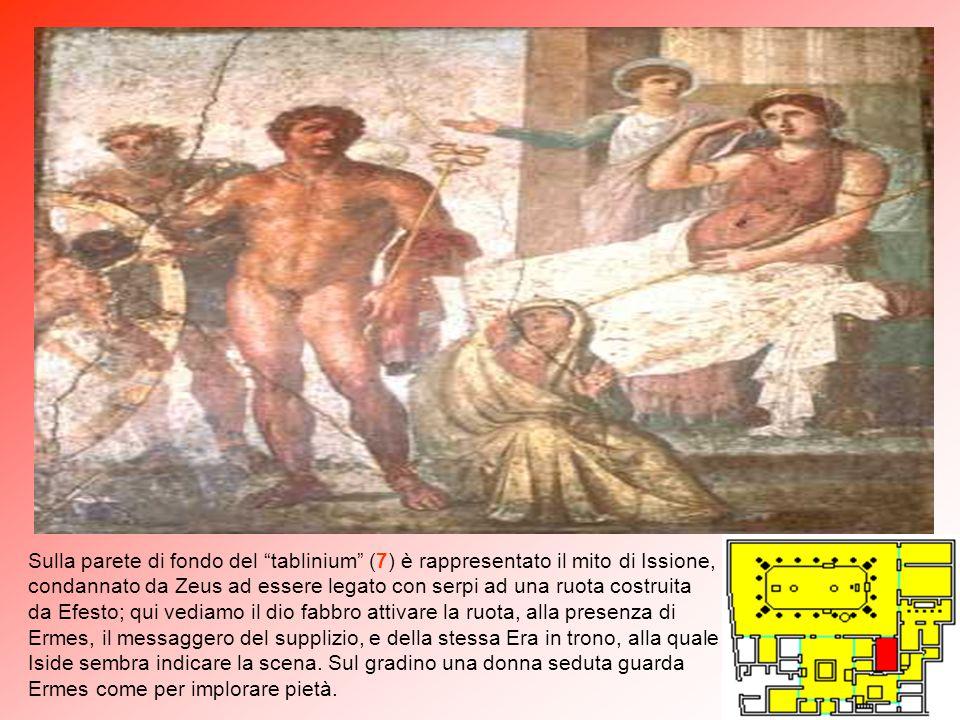 """Adiacente al triclinio si apre una piccola parte della casa nella quale è stato individuato il """"gineceo"""" (G): questa parte consta di 2 stanze e un pic"""