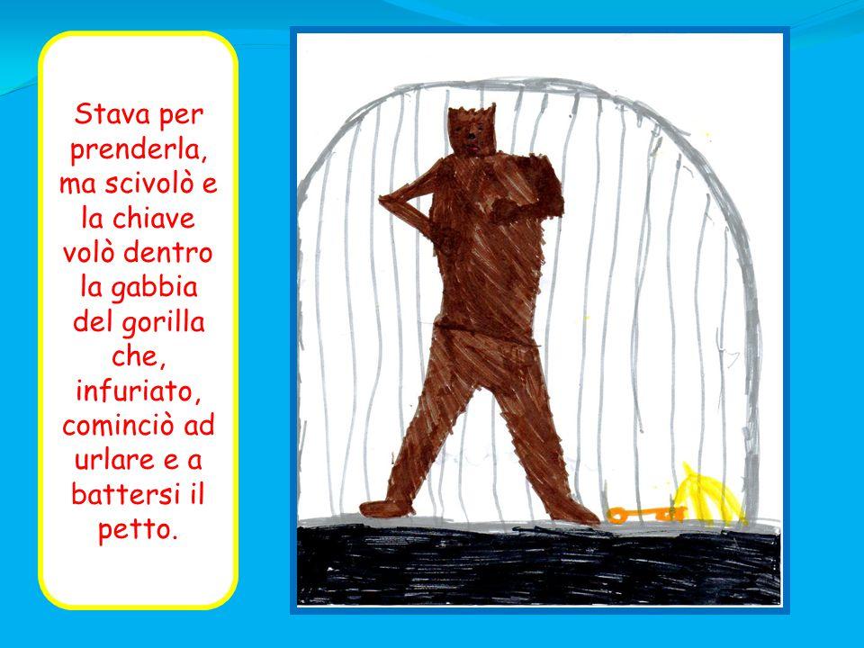 Stava per prenderla, ma scivolò e la chiave volò dentro la gabbia del gorilla che, infuriato, cominciò ad urlare e a battersi il petto.