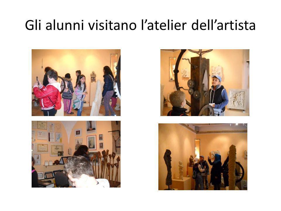 Gli alunni visitano l'atelier dell'artista