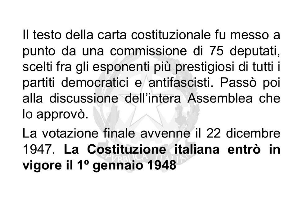 Il testo della carta costituzionale fu messo a punto da una commissione di 75 deputati, scelti fra gli esponenti più prestigiosi di tutti i partiti de