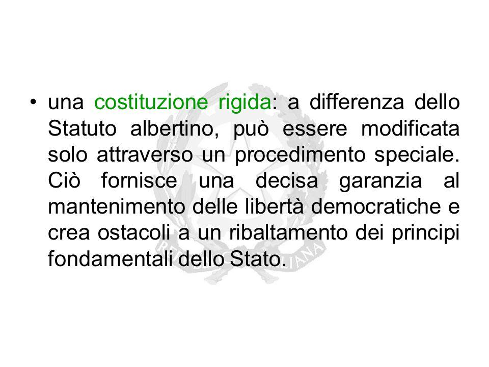 una costituzione rigida: a differenza dello Statuto albertino, può essere modificata solo attraverso un procedimento speciale. Ciò fornisce una decisa