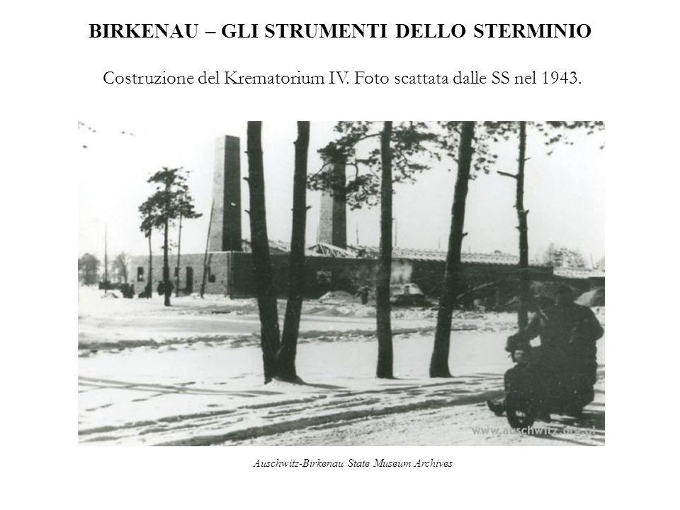 BIRKENAU – GLI STRUMENTI DELLO STERMINIO Costruzione del Krematorium IV. Foto scattata dalle SS nel 1943. Auschwitz-Birkenau State Museum Archives