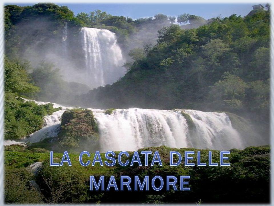 La Cascata delle Marmore è alta 165m e comprende 3 grandi salti: è la più alta cascata d'Europa.