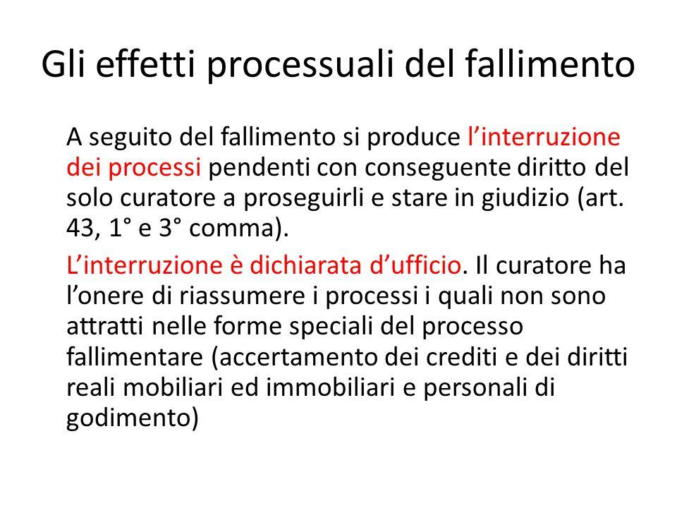 Gli effetti processuali del fallimento A seguito del fallimento si produce l'interruzione dei processi pendenti con conseguente diritto del solo curat