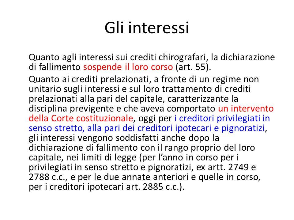Gli interessi Quanto agli interessi sui crediti chirografari, la dichiarazione di fallimento sospende il loro corso (art. 55). Quanto ai crediti prela