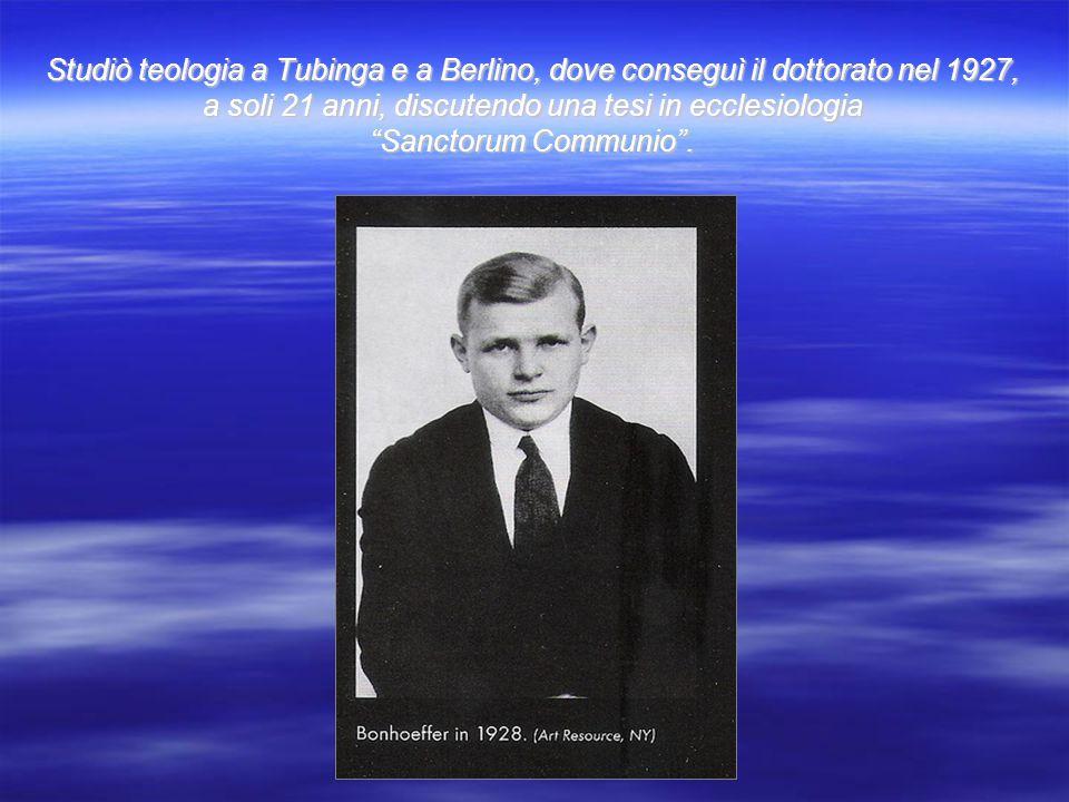 """Studiò teologia a Tubinga e a Berlino, dove conseguì il dottorato nel 1927, a soli 21 anni, discutendo una tesi in ecclesiologia """"Sanctorum Communio""""."""