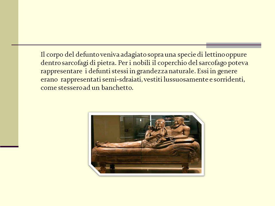 Il corpo del defunto veniva adagiato sopra una specie di lettino oppure dentro sarcofagi di pietra. Per i nobili il coperchio del sarcofago poteva rap