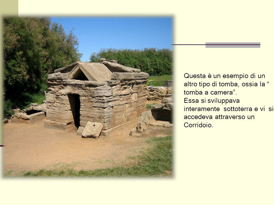 """Questa è un esempio di un altro tipo di tomba, ossia la """" tomba a camera"""". Essa si sviluppava interamente sottoterra e vi si accedeva attraverso un Co"""