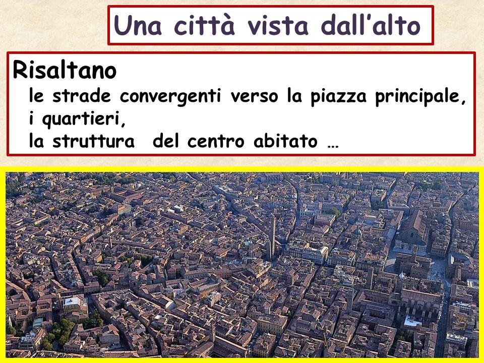 Una città vista dall'alto Risaltano le strade convergenti verso la piazza principale, i quartieri, la struttura del centro abitato …