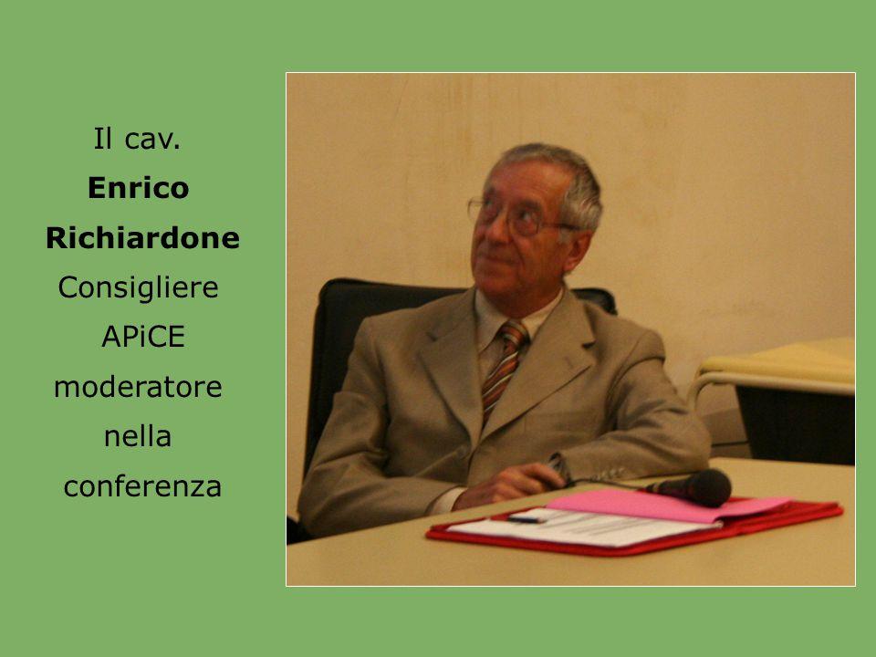 Il cav. Enrico Richiardone Consigliere APiCE moderatore nella conferenza