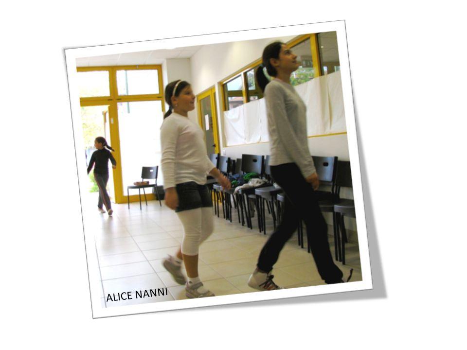 Ci insegnano due pagliacci-donna: una si chiama Valentina e l'altra Theano che è Greca.
