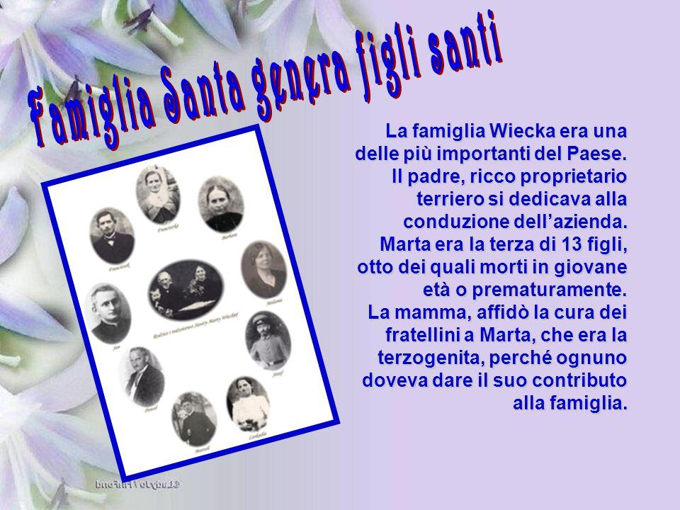 La famiglia Wiecka era una delle più importanti del Paese. Il padre, ricco proprietario terriero si dedicava alla conduzione dell'azienda. Marta era l