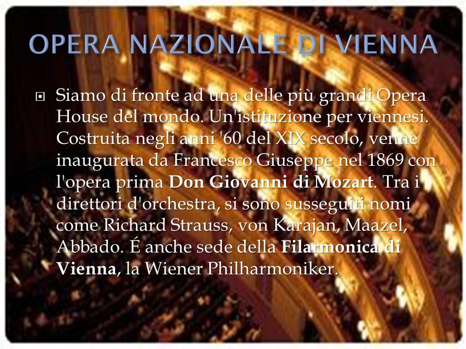  Siamo di fronte ad una delle più grandi Opera House del mondo. Un'istituzione per viennesi. Costruita negli anni '60 del XIX secolo, venne inaugurat