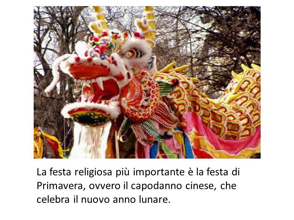 La festa religiosa più importante è la festa di Primavera, ovvero il capodanno cinese, che celebra il nuovo anno lunare.