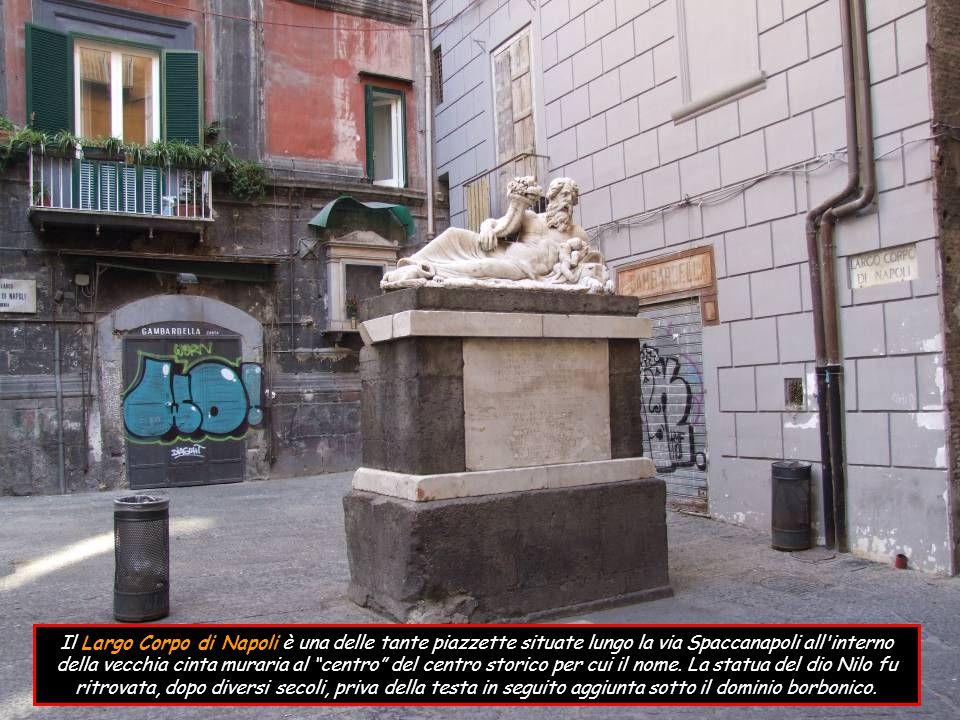 Il Largo Corpo di Napoli è una delle tante piazzette situate lungo la via Spaccanapoli all interno della vecchia cinta muraria al centro del centro storico per cui il nome.