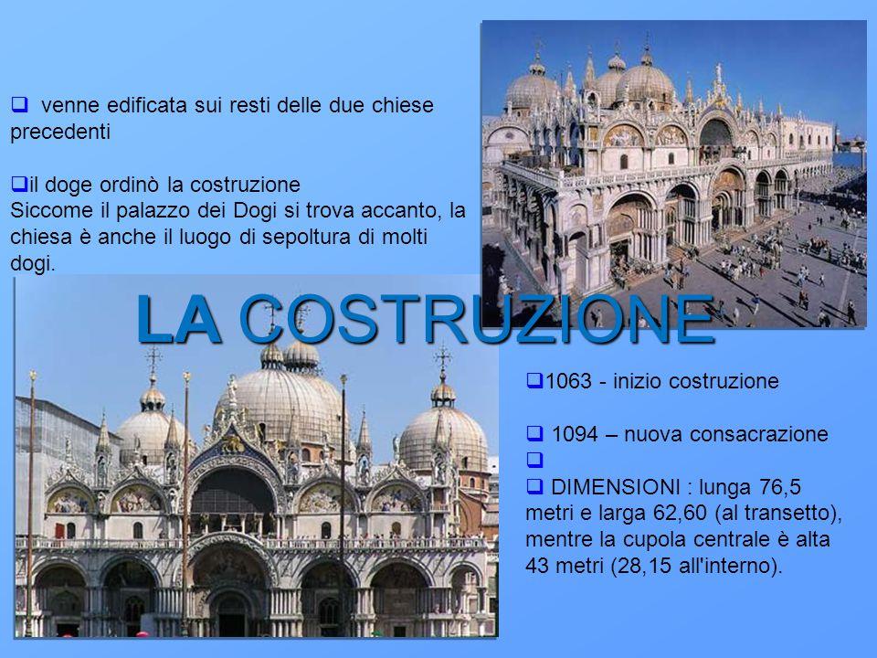 LA COSTRUZIONE  venne edificata sui resti delle due chiese precedenti  il doge ordinò la costruzione Siccome il palazzo dei Dogi si trova accanto, l