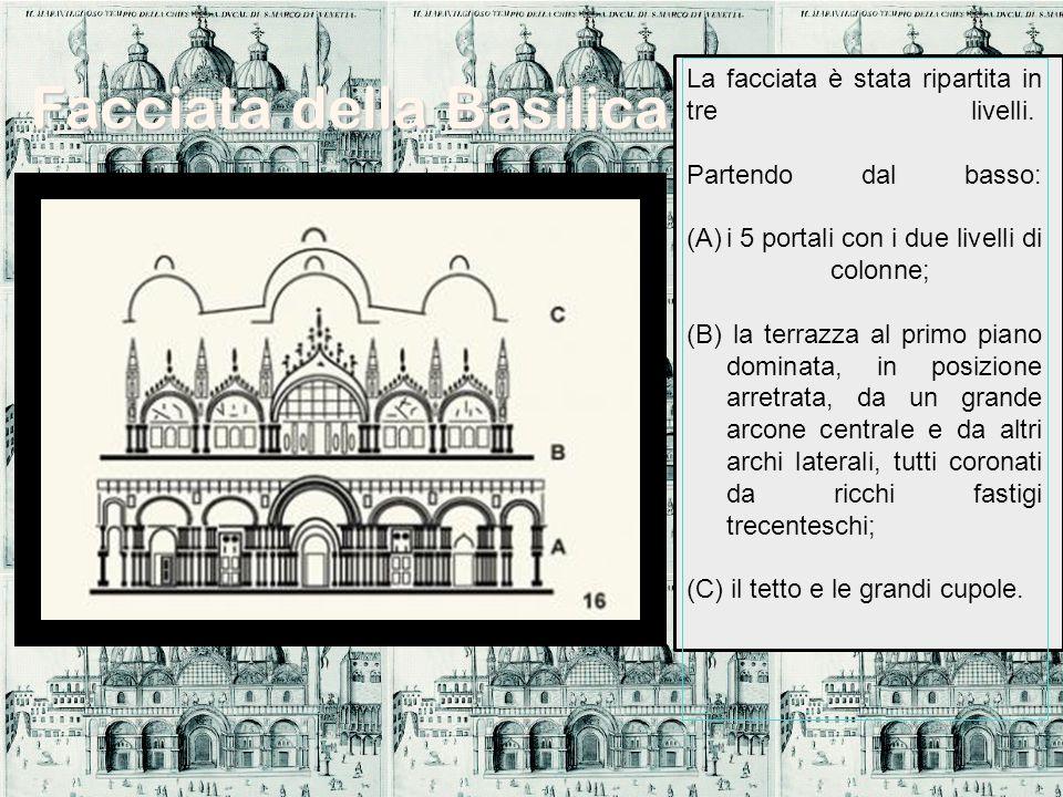 La facciata è stata ripartita in tre livelli. Partendo dal basso: (A)i 5 portali con i due livelli di colonne; (B) la terrazza al primo piano dominata