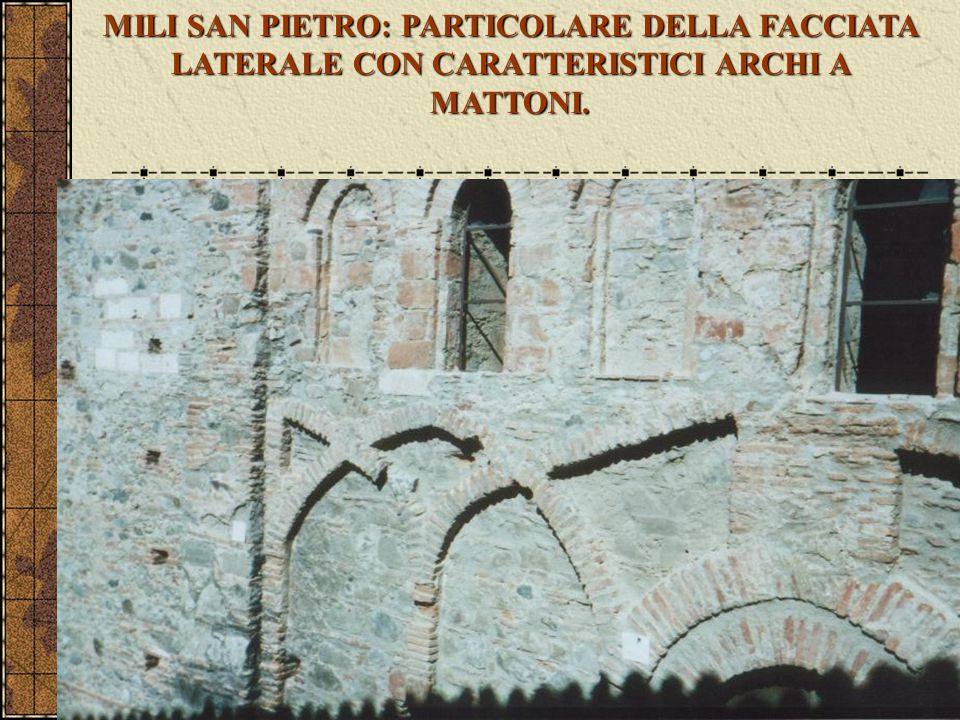MILI SAN PIETRO: PARTICOLARE DELLA FACCIATA LATERALE CON CARATTERISTICI ARCHI A MATTONI.