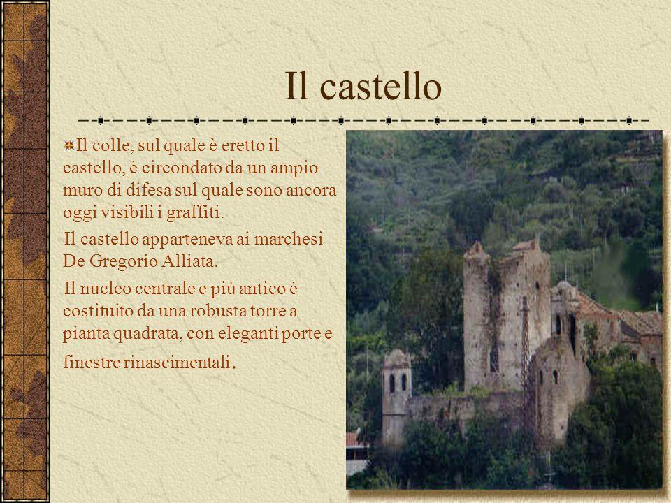 Il castello Il colle, sul quale è eretto il castello, è circondato da un ampio muro di difesa sul quale sono ancora oggi visibili i graffiti. Il caste