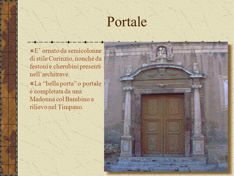 """Portale E' ornato da semicolonne di stile Corinzio, nonché da festoni e cherubini presenti nell'architrave. La """"bella porta"""" o portale è completata da"""