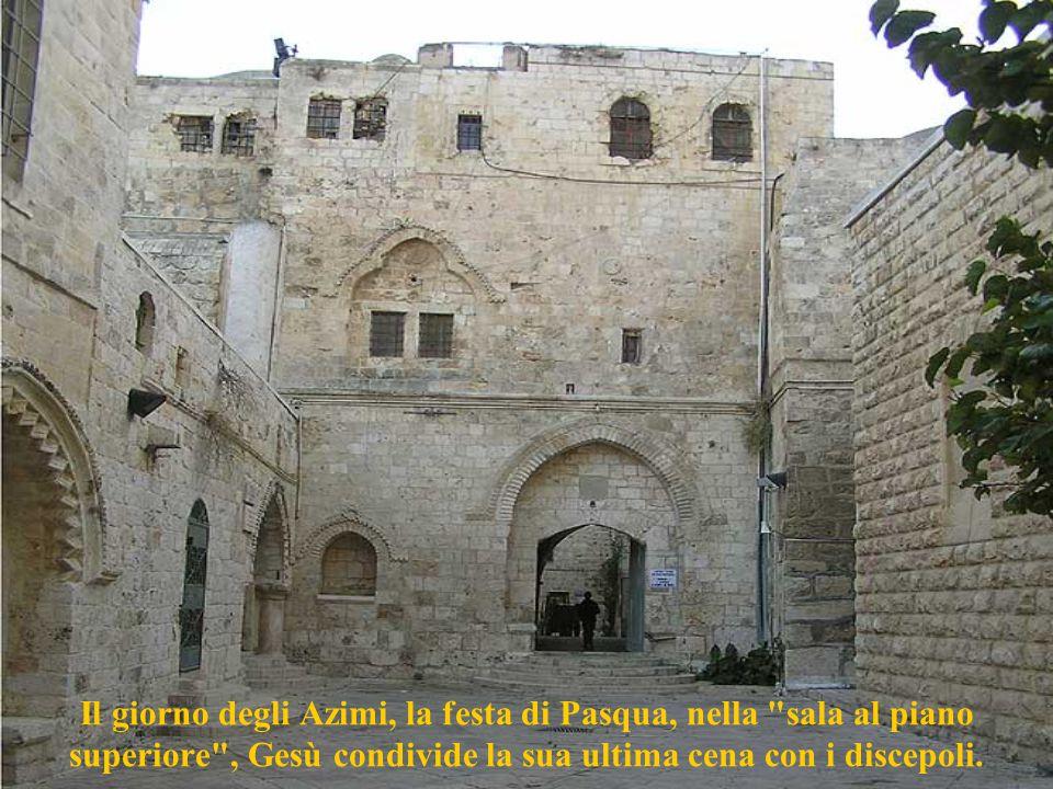 Il giorno degli Azimi, la festa di Pasqua, nella sala al piano superiore , Gesù condivide la sua ultima cena con i discepoli.