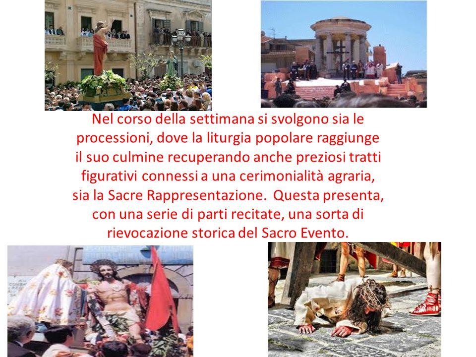 Nel corso della settimana si svolgono sia le processioni, dove la liturgia popolare raggiunge il suo culmine recuperando anche preziosi tratti figurat