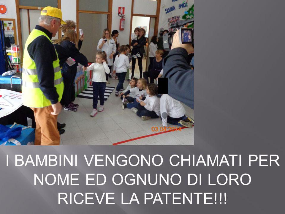 I BAMBINI VENGONO CHIAMATI PER NOME ED OGNUNO DI LORO RICEVE LA PATENTE!!!