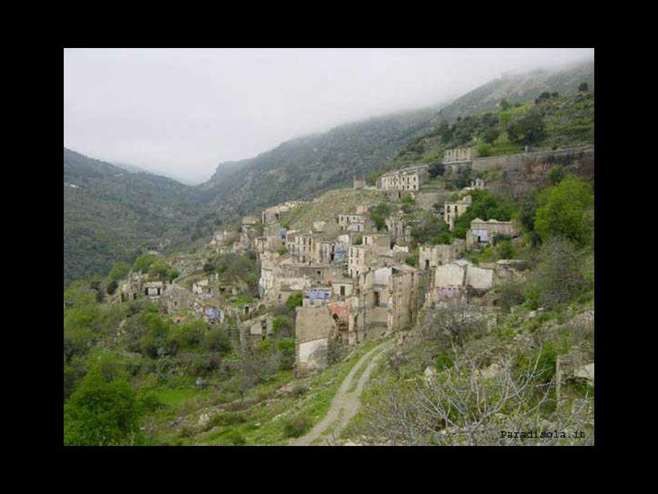 GAIRO (Ogliastra-Sardegna) Gairo Sant'Elena, ubicato sul versante di una ripida gola, contiene nel toponimo la propria condizione territoriale: il nom