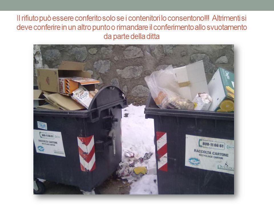 Porto i rifiuti nei cassonetti….Non è che basta buttarli dentro il cassonetto….per essere a posto.