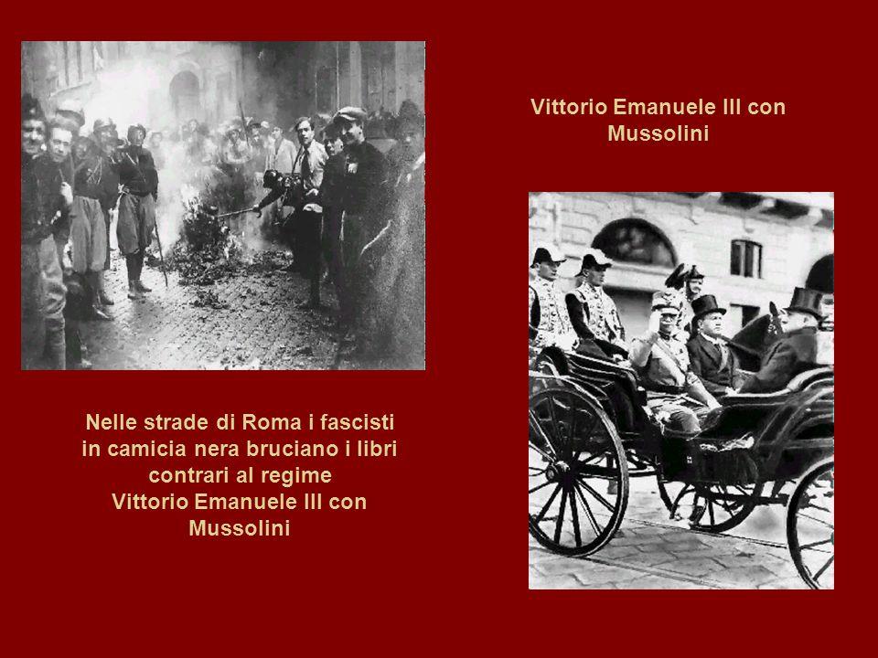 Vittorio Emanuele III con Mussolini Nelle strade di Roma i fascisti in camicia nera bruciano i libri contrari al regime Vittorio Emanuele III con Muss