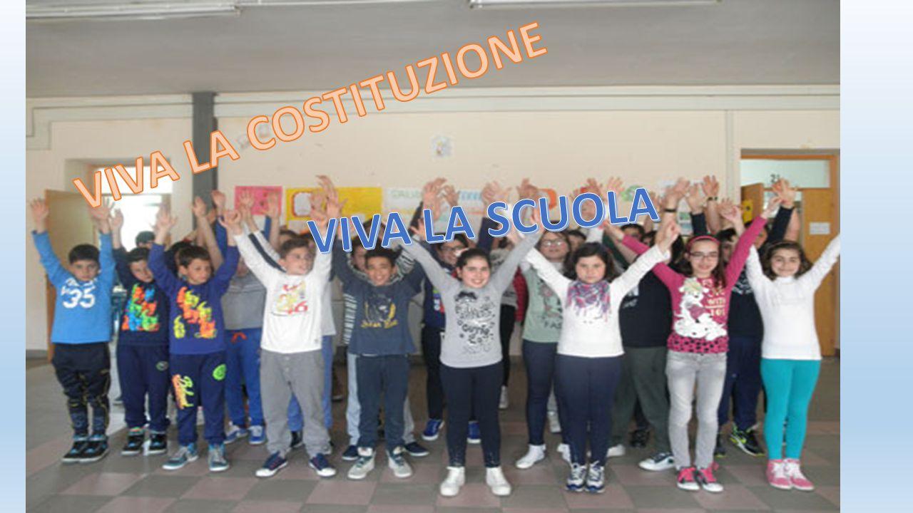 Articolo 8 Lo stemma della scuola primaria di Siano è una finestra aperta con dei bambini affacciati e circondati da un arcobaleno. Un bel girotondo i