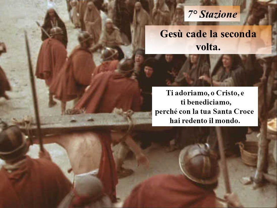 Gesù cade la seconda volta. 7° Stazione Ti adoriamo, o Cristo, e ti benediciamo, perché con la tua Santa Croce hai redento il mondo.