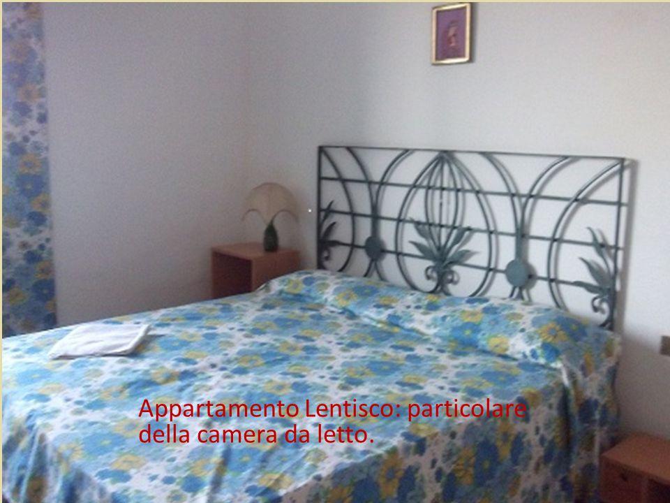 Appartamento Lentisco: camera da letto. Appartamento Lentisco: particolare della camera da letto.