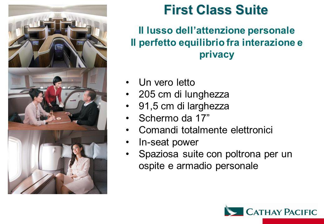 """Un vero letto 205 cm di lunghezza 91,5 cm di larghezza Schermo da 17"""" Comandi totalmente elettronici In-seat power Spaziosa suite con poltrona per un"""